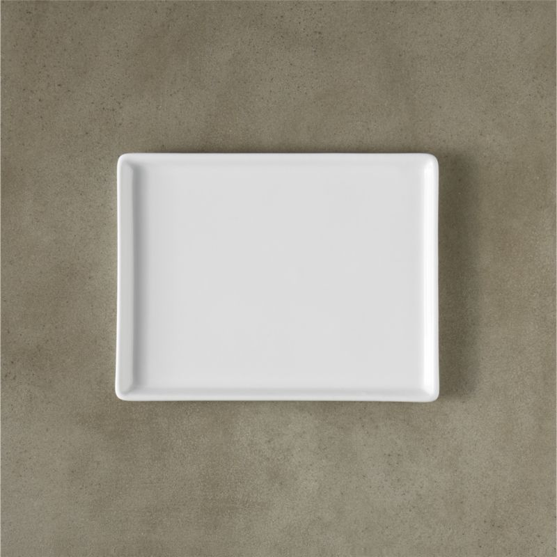 "<span class=""copyHeader"">slim rim. </span> A clean skim of a raised rim platter in gleaming white durable porcelain. Large, medium and small to layer.<br /><br /><NEWTAG/><ul><li>Versatile size/shape</li><li>High quality porcelain</li><li>Dishwasher-, microwave- and conventional oven-safe</li></ul>"