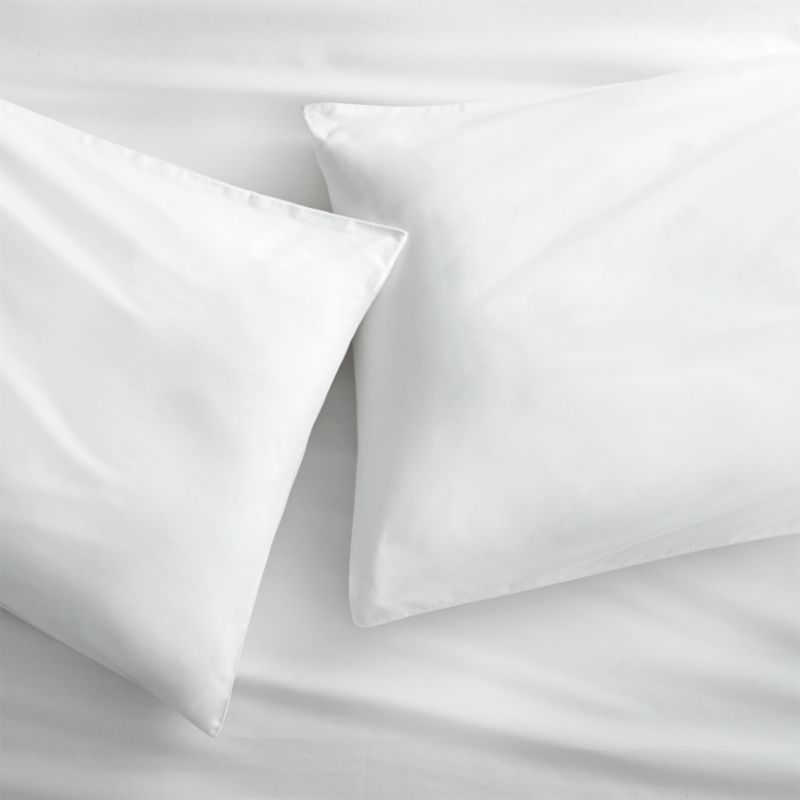 "<span class=""copyHeader"">green dreams.</span> No pesticides, no chemicals, no preservatives. Just GOTS-certified 100% organic cotton, inks and dyes in clean white 250-thread-count percale. Set includes two cases with clean envelope closures and double-stitch detail.<br /><br /><NEWTAG/><ul><li>100% GOTS-certified organic cotton, inks and dyes</li><li>250 thread count</li><li>Machine wash</li></ul>"