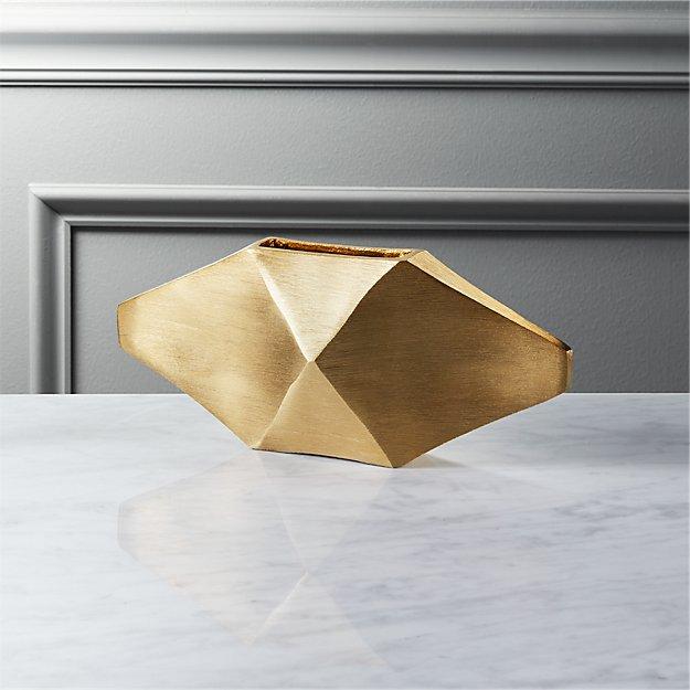 puckr short gold vase