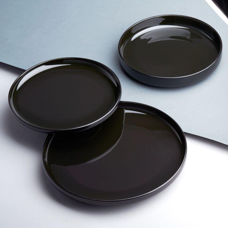 Black dinnerware