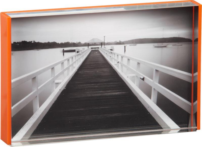 "<span class=""copyHeader"">flash frame.</span> Clear acrylic frame edges a single 4x6 in bright matte orange. Freestands horizontal/vertical on shelf, console or coffee table.<br /><br /><NEWTAG/><ul><li>Acrylic</li><li>Dust with soft cloth</li></ul><br />"