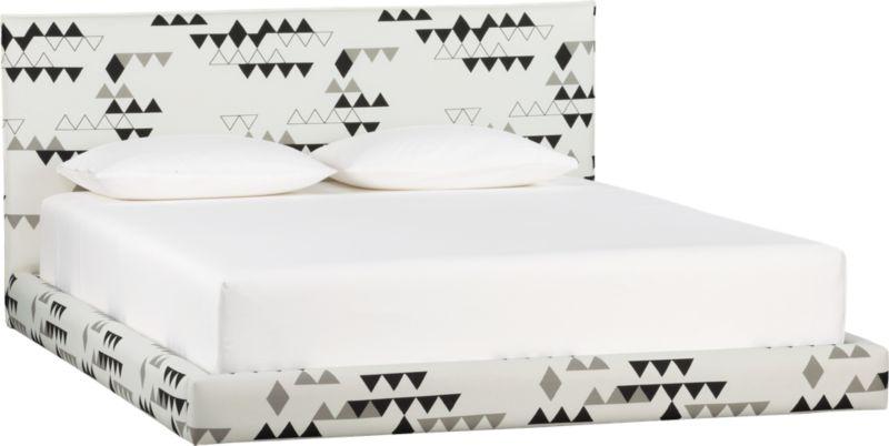façade motif king bed