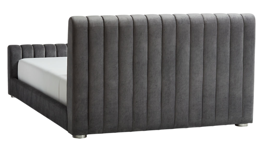 reign velvet queen bed