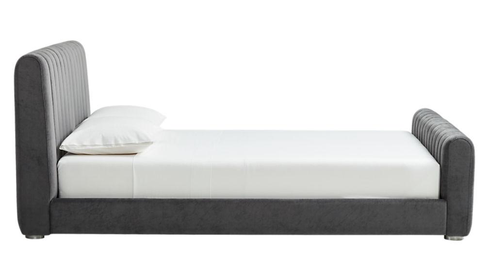reign velvet queen bed