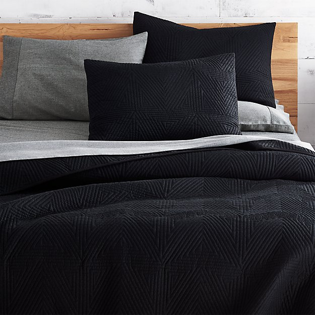 Triangle Black Coverlet Full/Queen