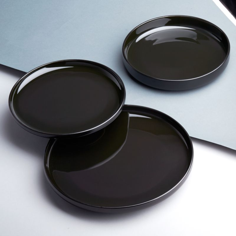 Black dinnerware