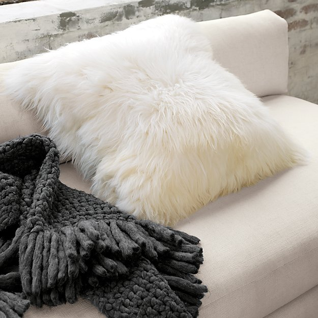 "24"" icelandic sheepskin pillow-cushion"