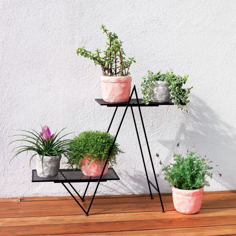 Matte black planter